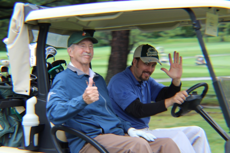 golfers giving the thumbs up