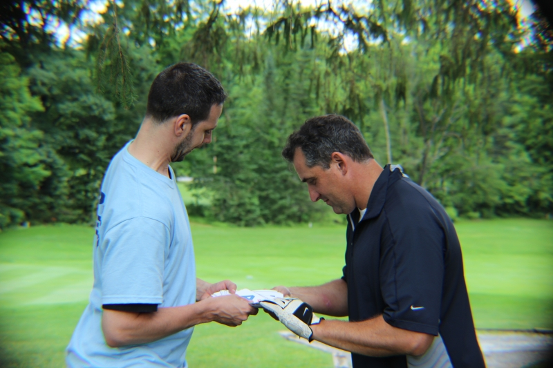 golfer taking cards from volunteer