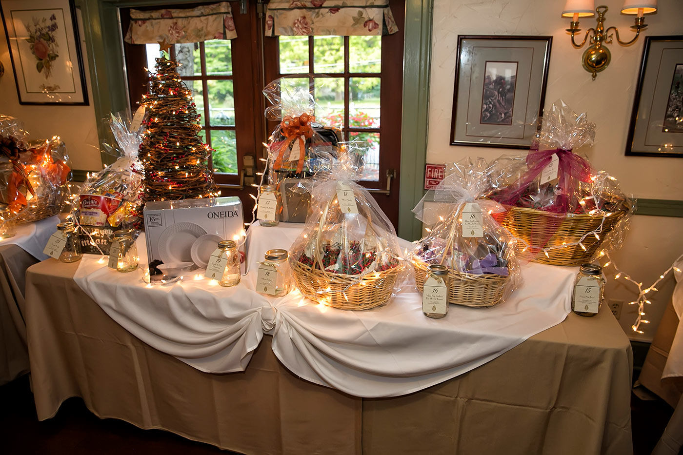 raffle table with christmas lights