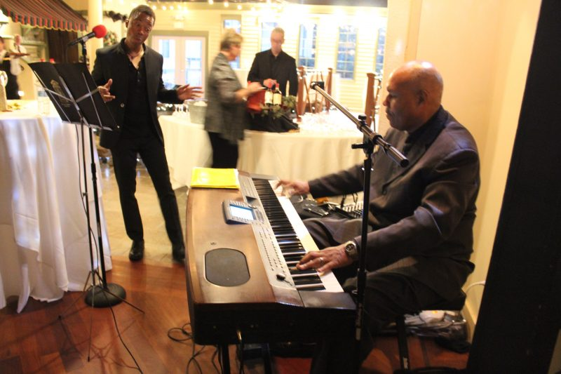 Azzaam Hameed playing keyboard at Vin Le Soir event
