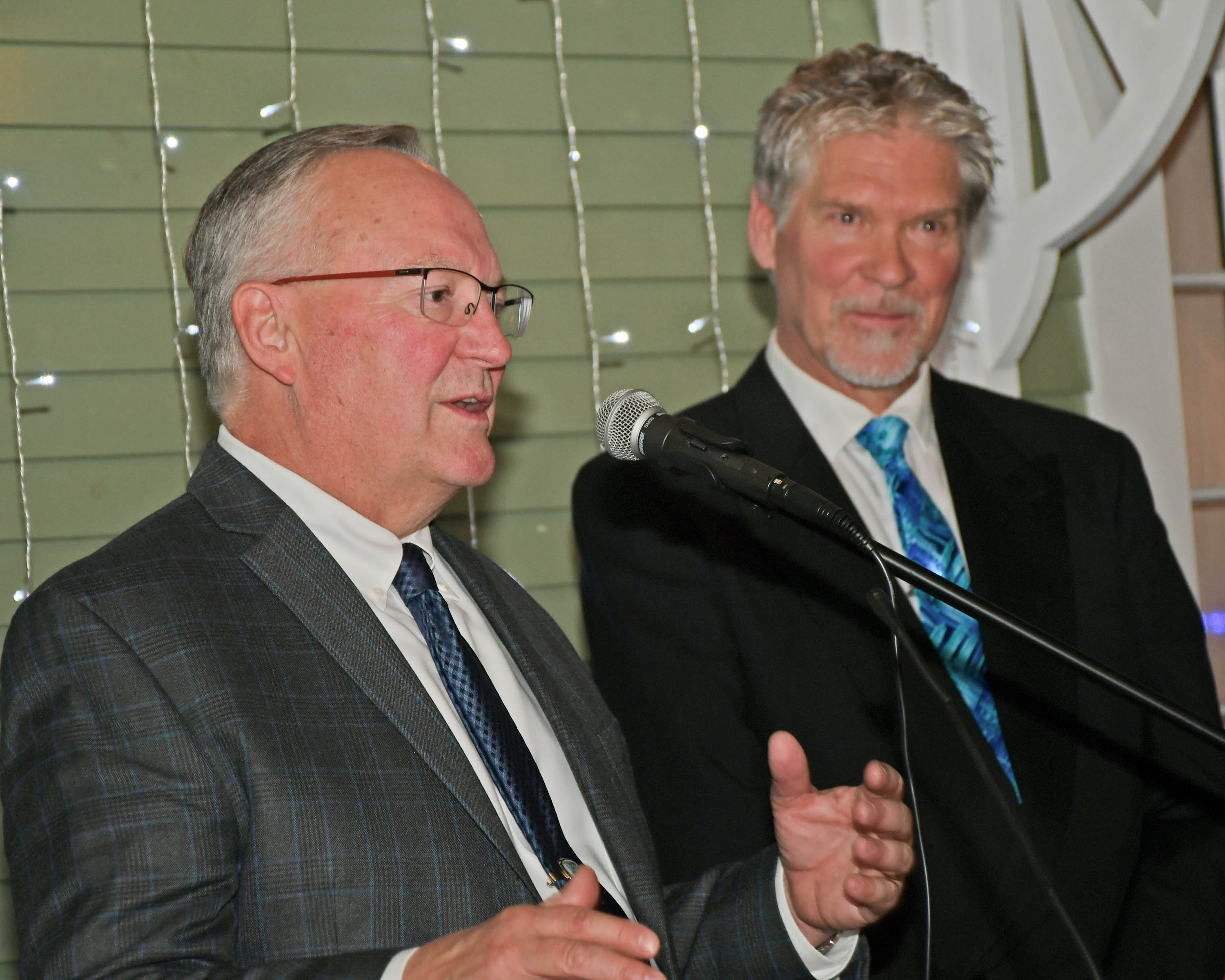 Vin Le Soir to benefit AIM Services, Inc. Tom Flynn of Jaeger & Flynn speaking