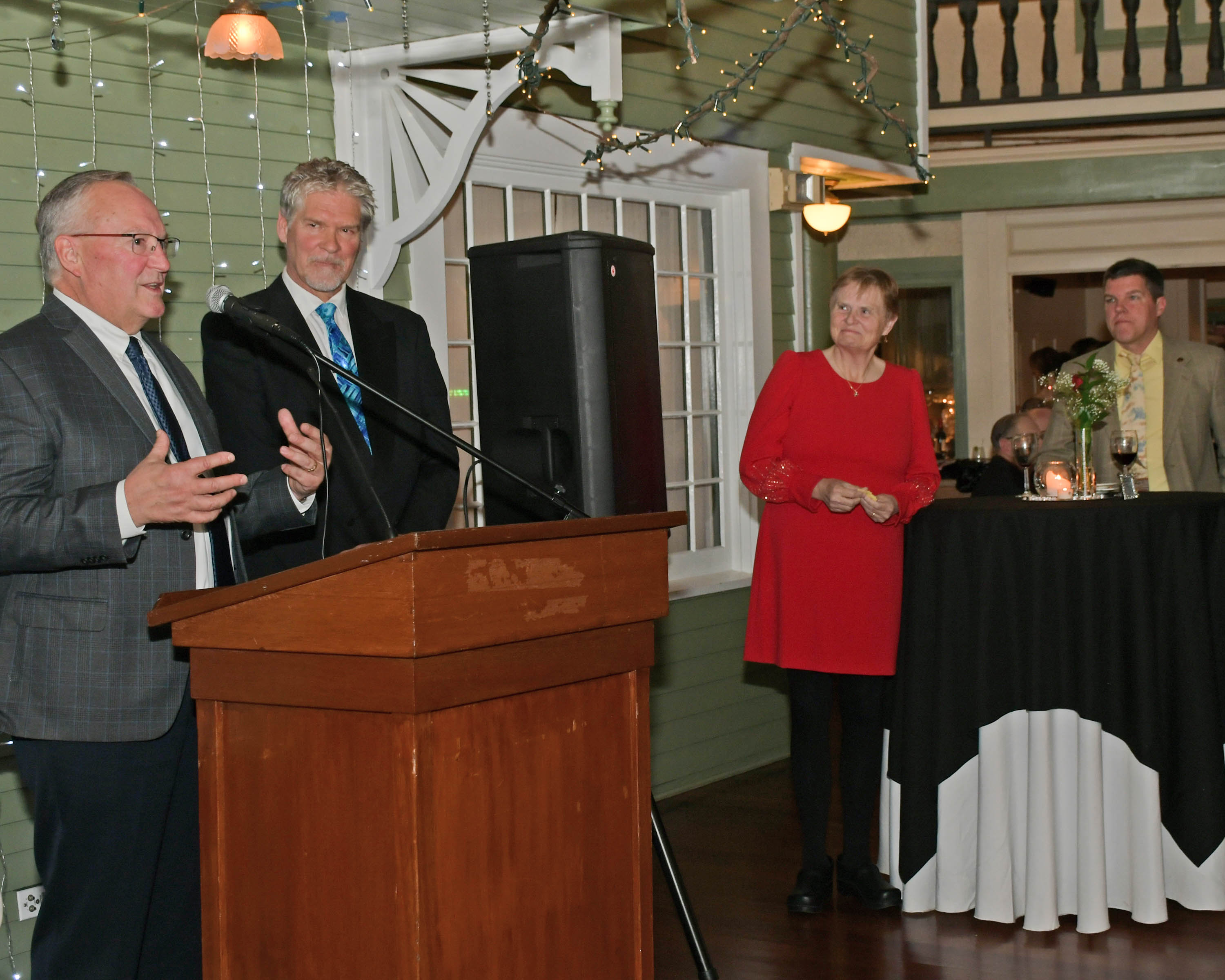 Tom Flynn of Jaeger & Flynn, AIM top Sponsor, speaks at Vin Le Soir to benefit AIM Services, Inc.
