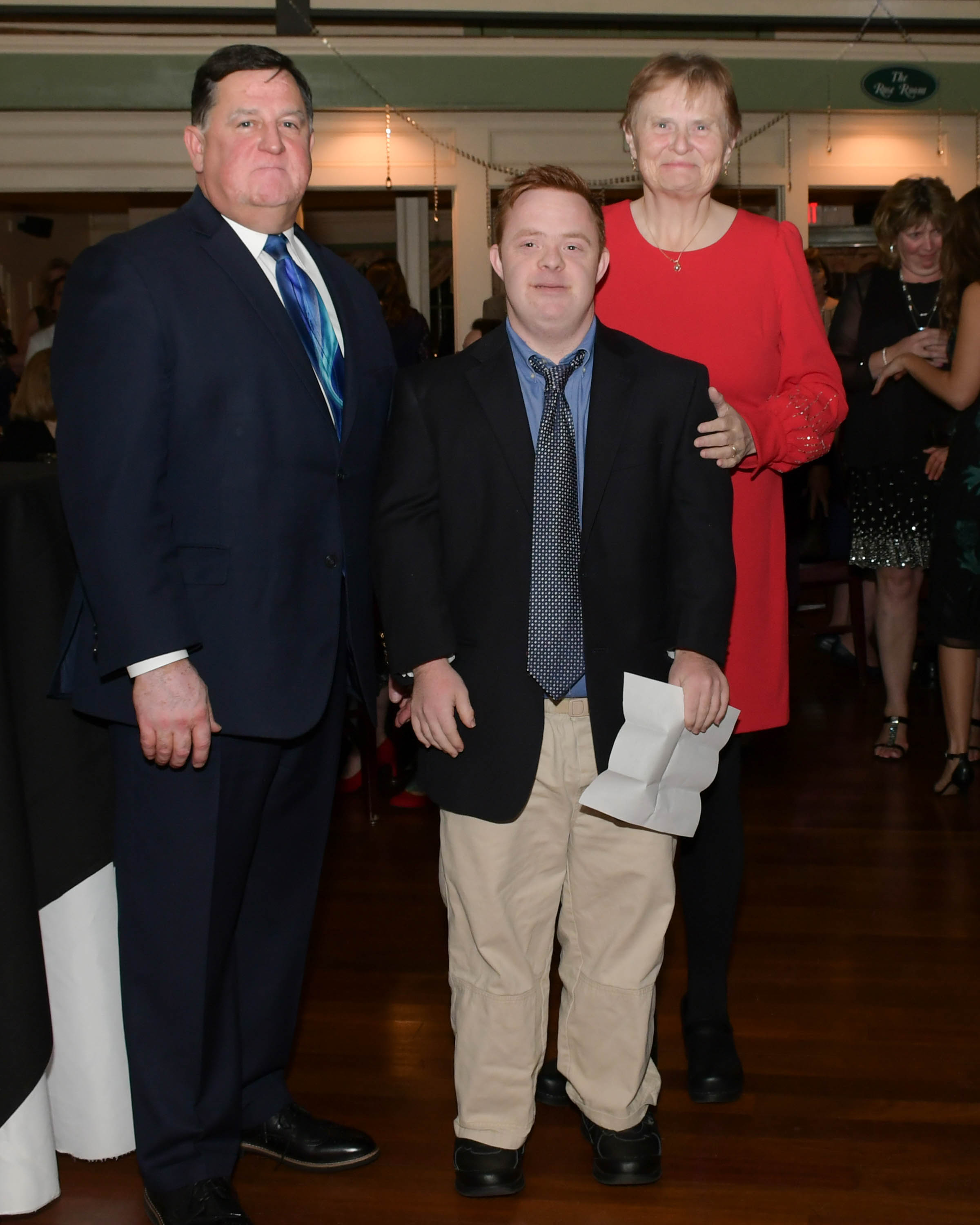 Vin Le Soir to benefit AIM Services, Inc. executive directors with speaker Connor
