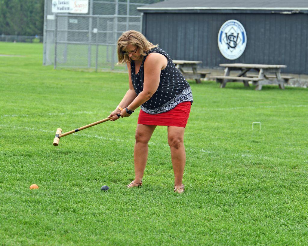 Women in red skirt hitting big shot